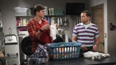 Two and a Half Men Season 11 :Episode 3  Pech mit der Perle