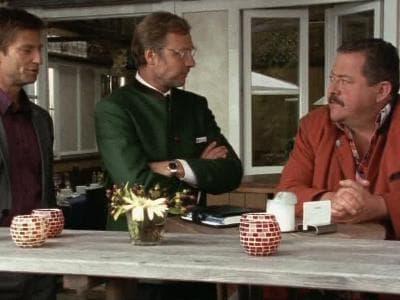 Die Rosenheim-Cops Season 8 :Episode 24  Mord mit Seeblick