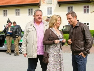 Die Rosenheim-Cops Season 13 :Episode 17  Zu hoch zu Ross