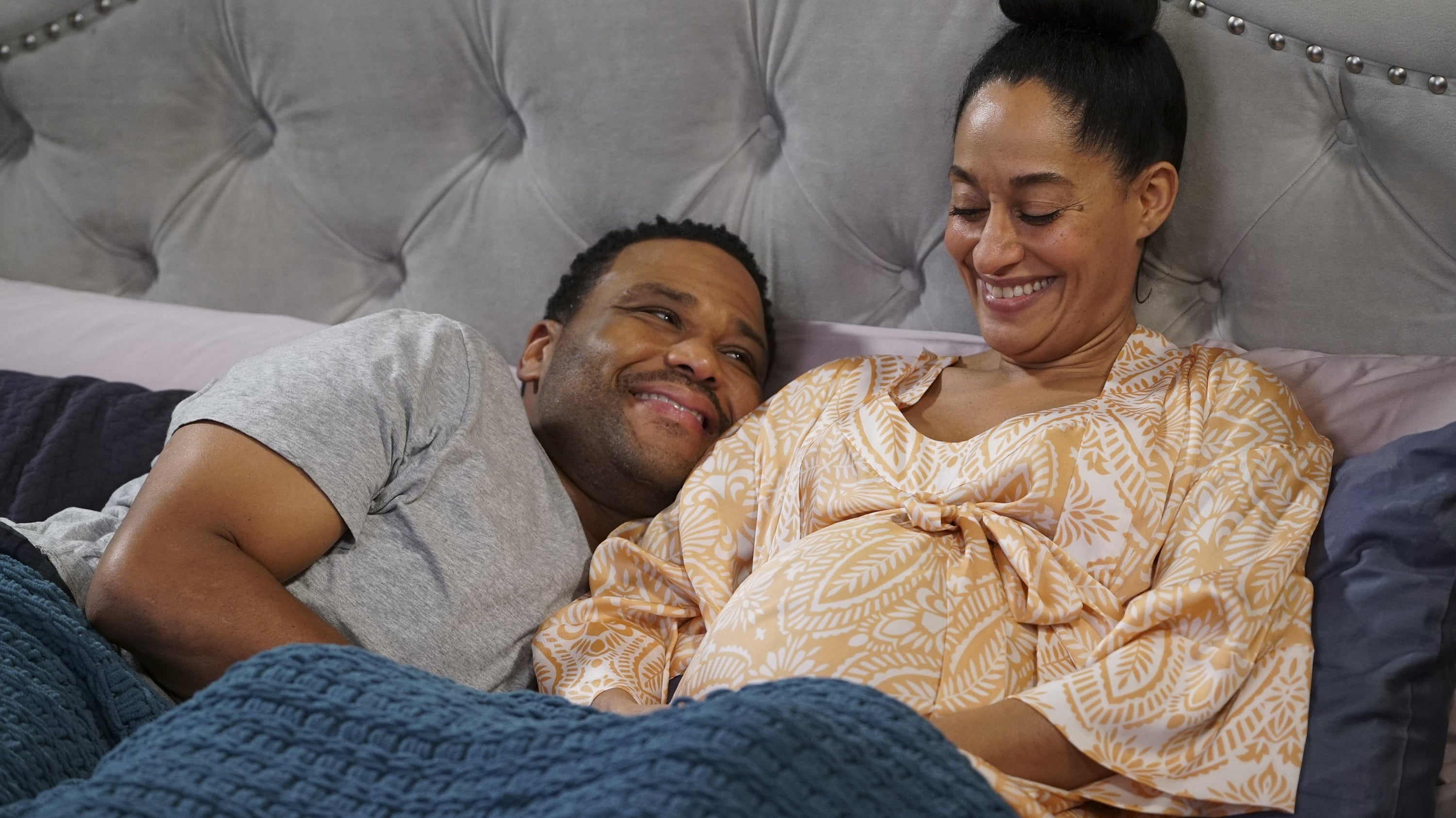 black-ish Season 3 :Episode 18  Manternity