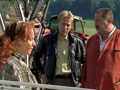 Die Rosenheim-Cops Season 8 :Episode 17  Mit Schwung in den Tod
