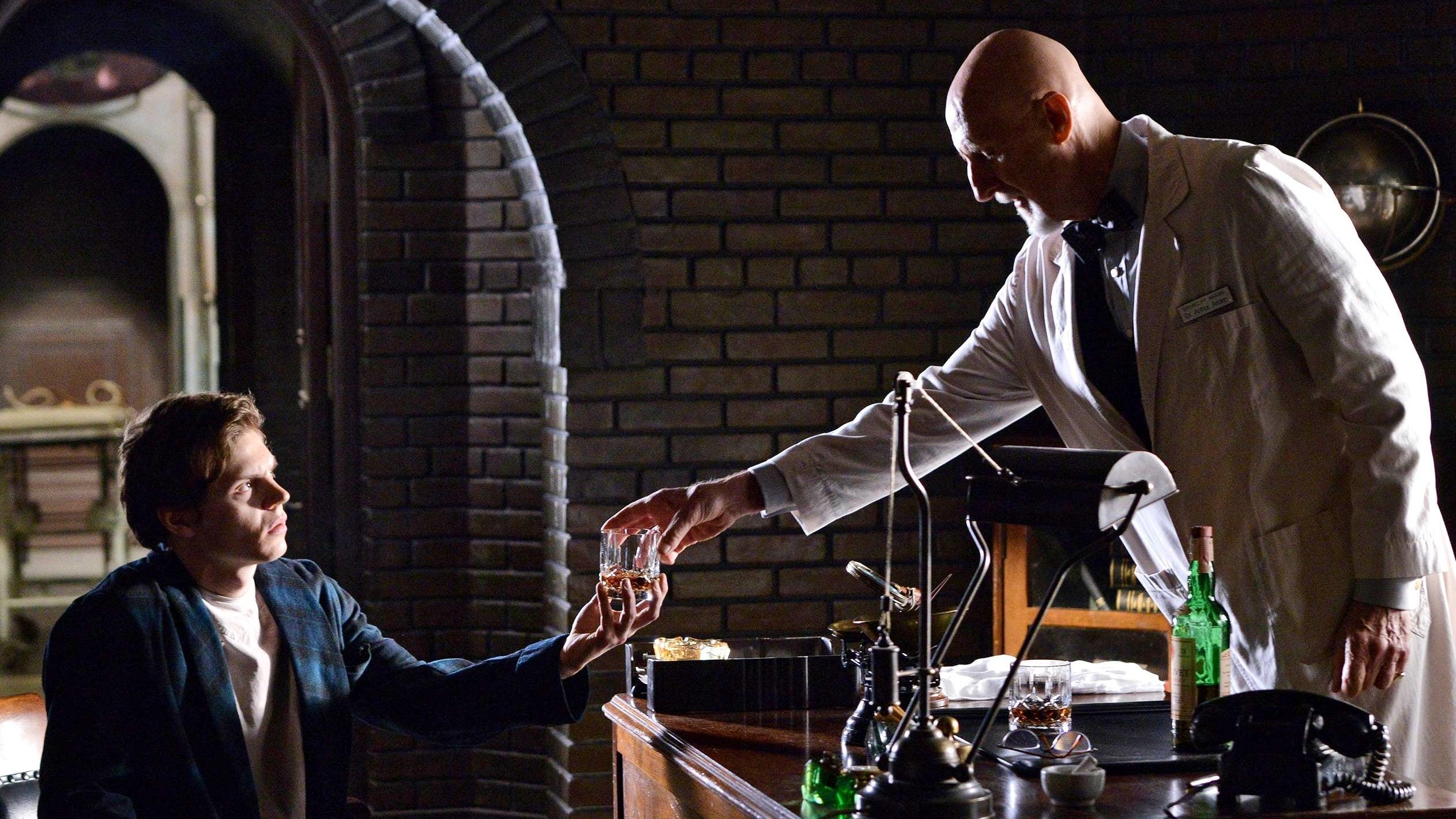 American Horror Story Season 2 :Episode 9  The Coat Hanger