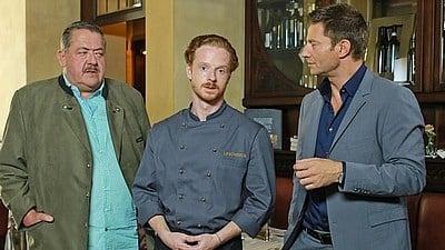 Die Rosenheim-Cops Season 17 :Episode 1  Der tote Fisch