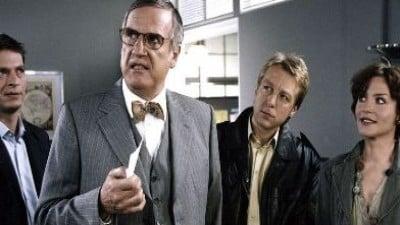 Die Rosenheim-Cops Season 5 :Episode 20  Der Tod kam auf Kufen