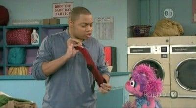 Sesame Street Season 39 :Episode 3  Sock Chaos at the Laundromat