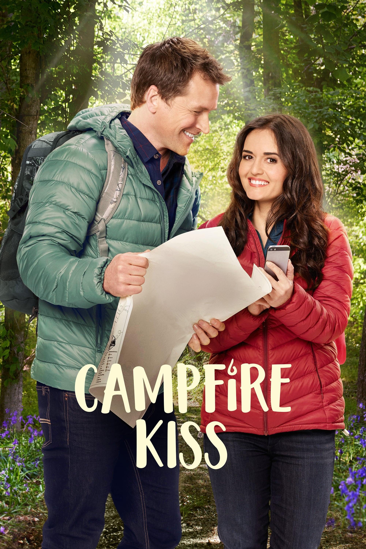 Целувка край лагерния огън
