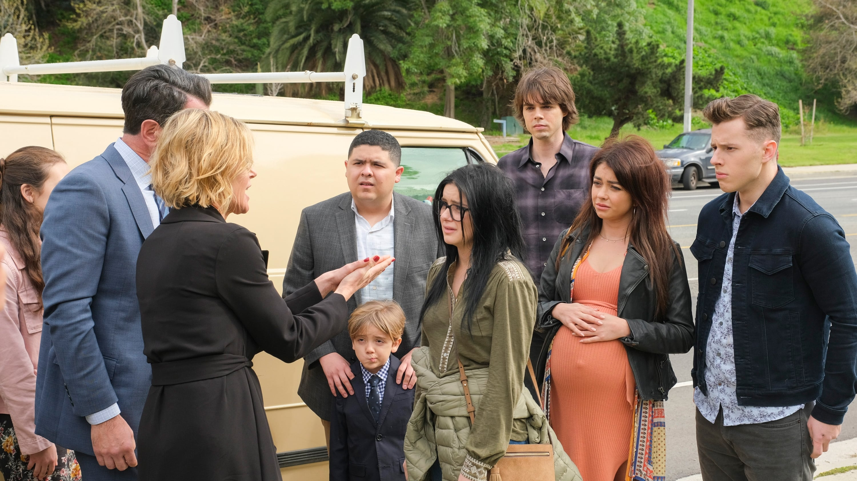 Modern Family Season 10 :Episode 21  Commencement