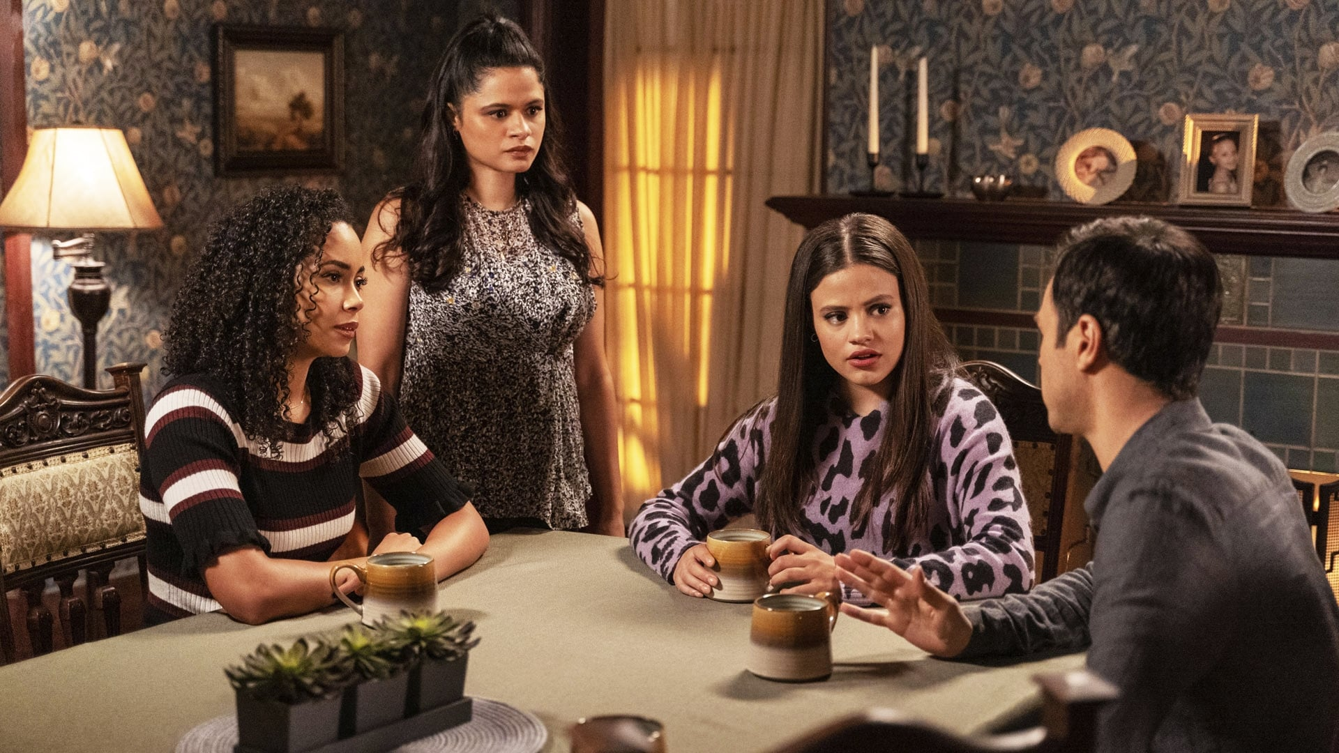 Charmed Season 2 :Episode 8  The Rules of Engagement