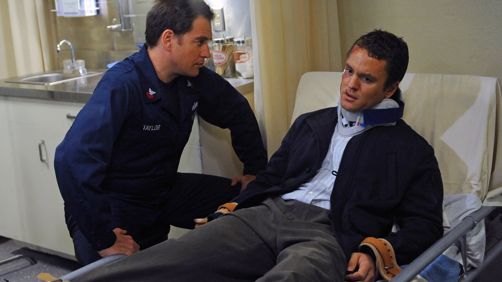 NCIS Season 9 :Episode 22  Playing with Fire