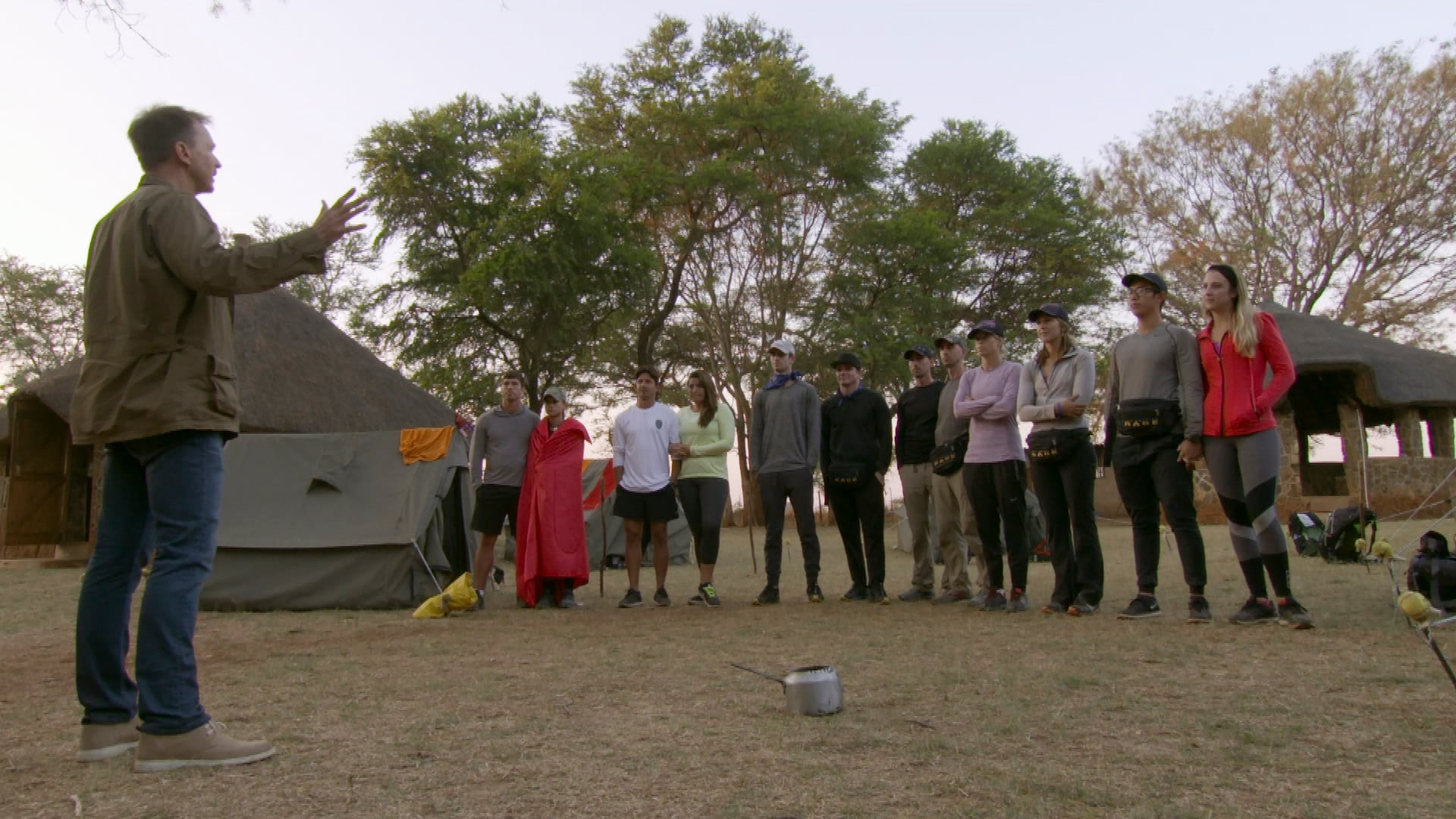 The Amazing Race Season 30 :Episode 7  All's Fair in Love and War (1)