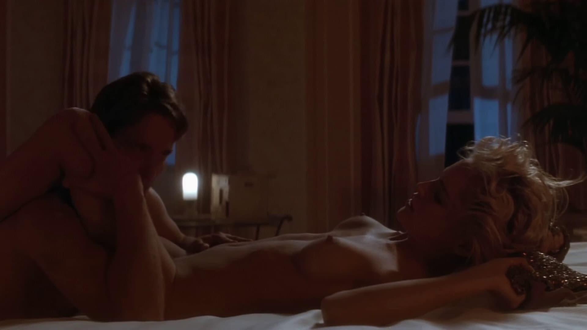 Секс звезды в кино, одинокая женщина удовлетворяет себя скрытая камера