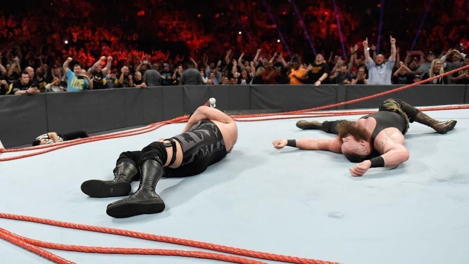 WWE Raw - Season 25 Episode 16 : April 17, 2017 (Columbus, OH)