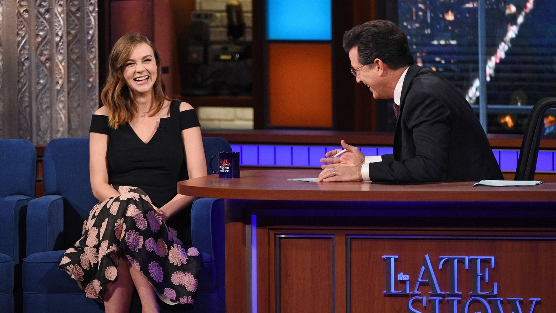 The Late Show with Stephen Colbert Season 1 :Episode 25  Carey Mulligan, Elvis Costello, Darlene Love