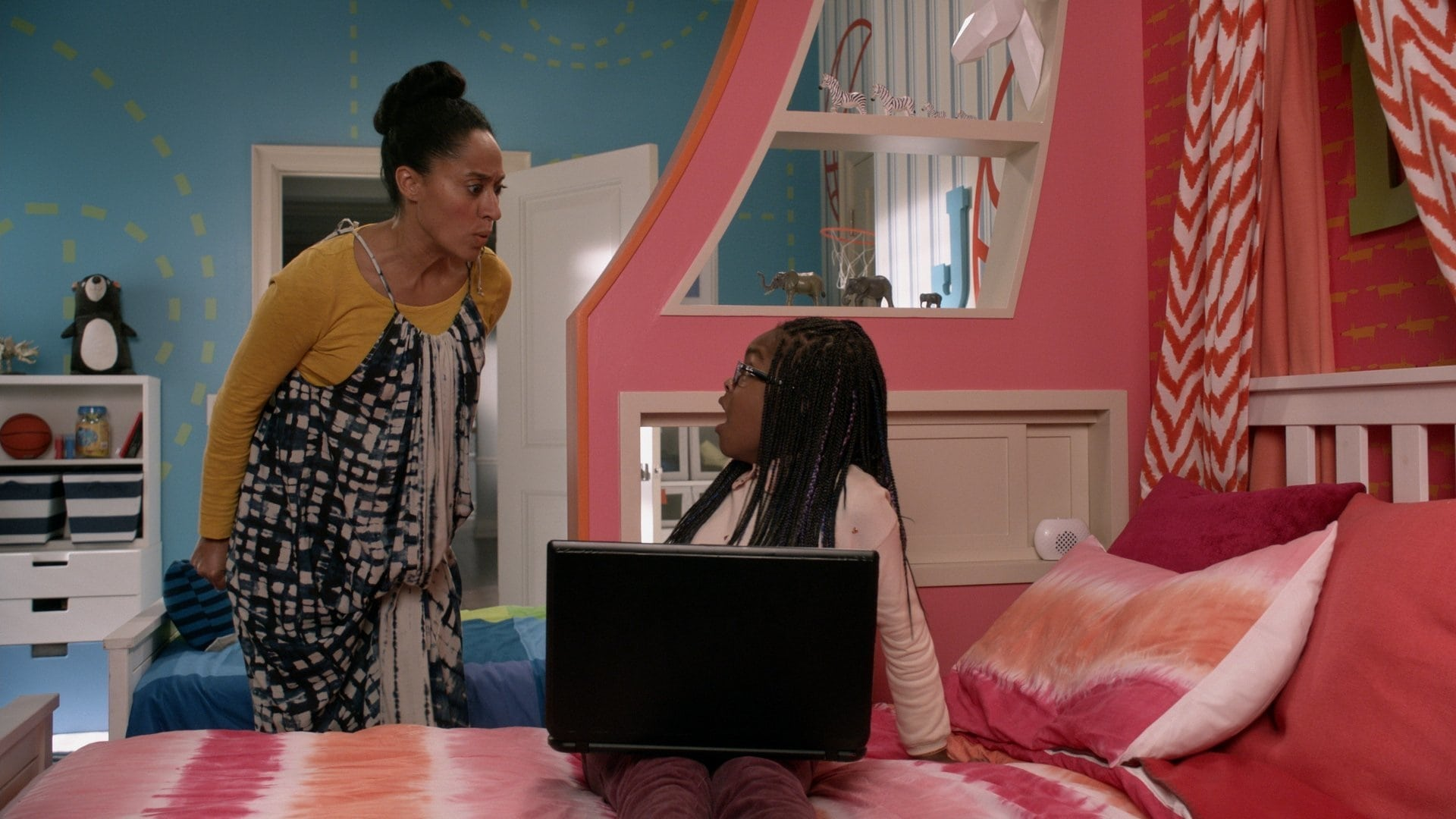 black-ish Season 3 :Episode 11  Their Eyes Were Watching Screens