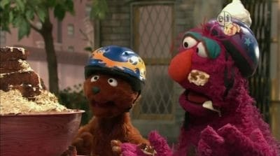 Sesame Street Season 41 :Episode 34  Curly Bear Chases Birthday Cake