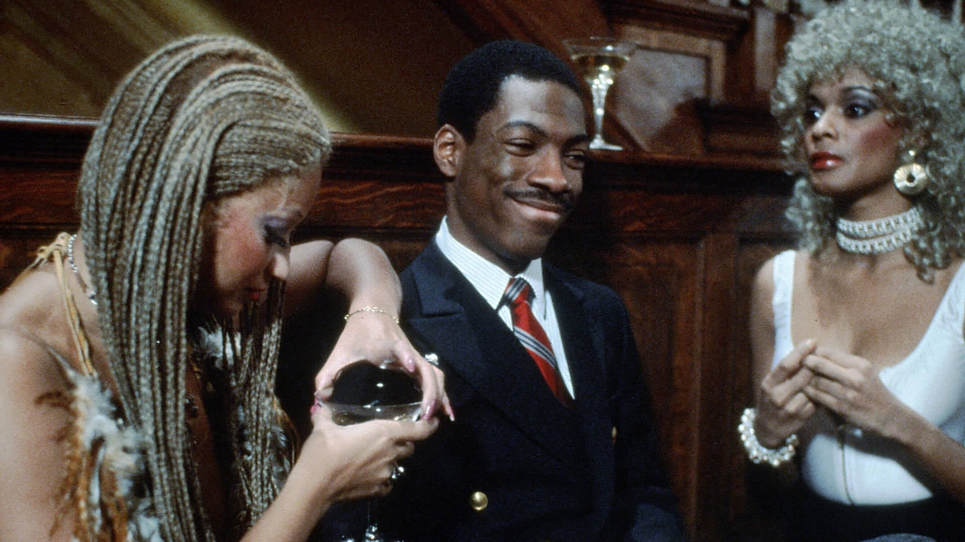 movie trading places Trading places movie reviews & metacritic score: billy ray valentine (murphy), a street con man and louis winthorpe iii, a commodities broker (aykroyd) agree.