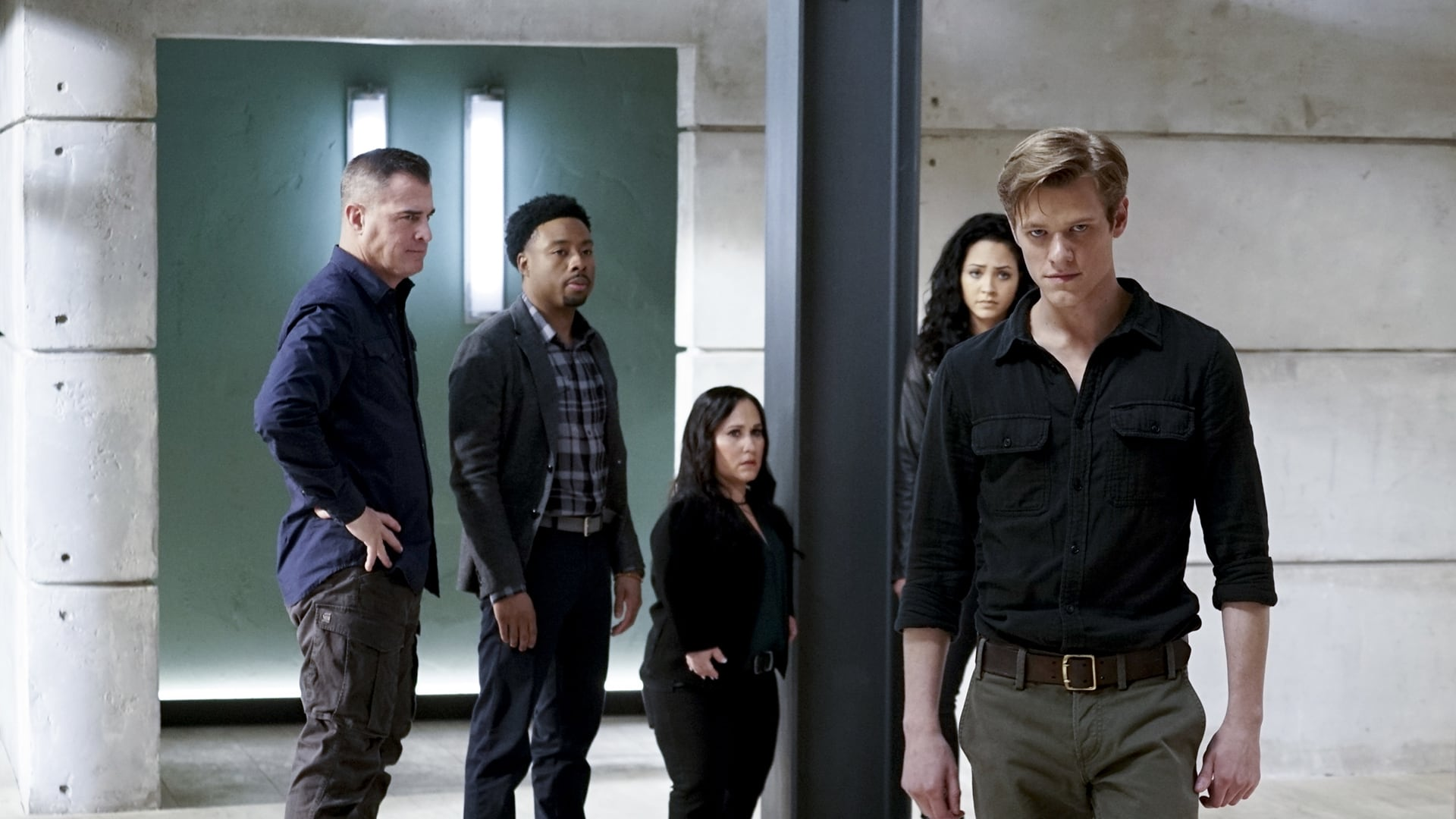 MacGyver Season 2 :Episode 23  MacGyver + MacGyver