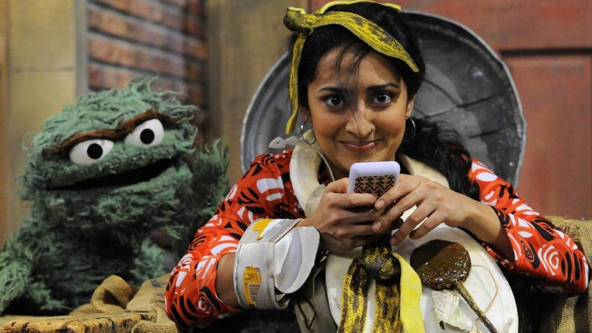 Sesame Street Season 44 :Episode 9  Leela's Cell Phone Addiction