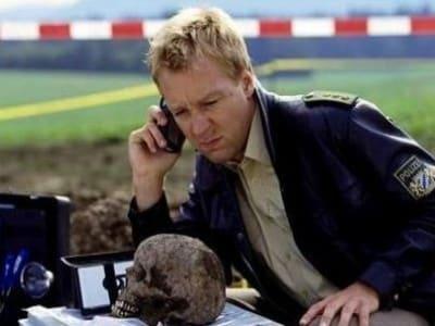 Die Rosenheim-Cops Season 5 :Episode 19  Die Leiche im Moor