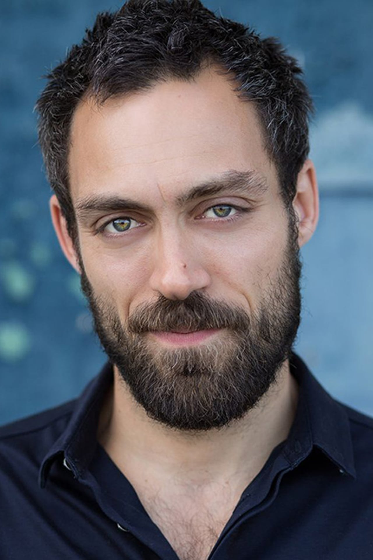 Alex Hassell isOliver Gosling