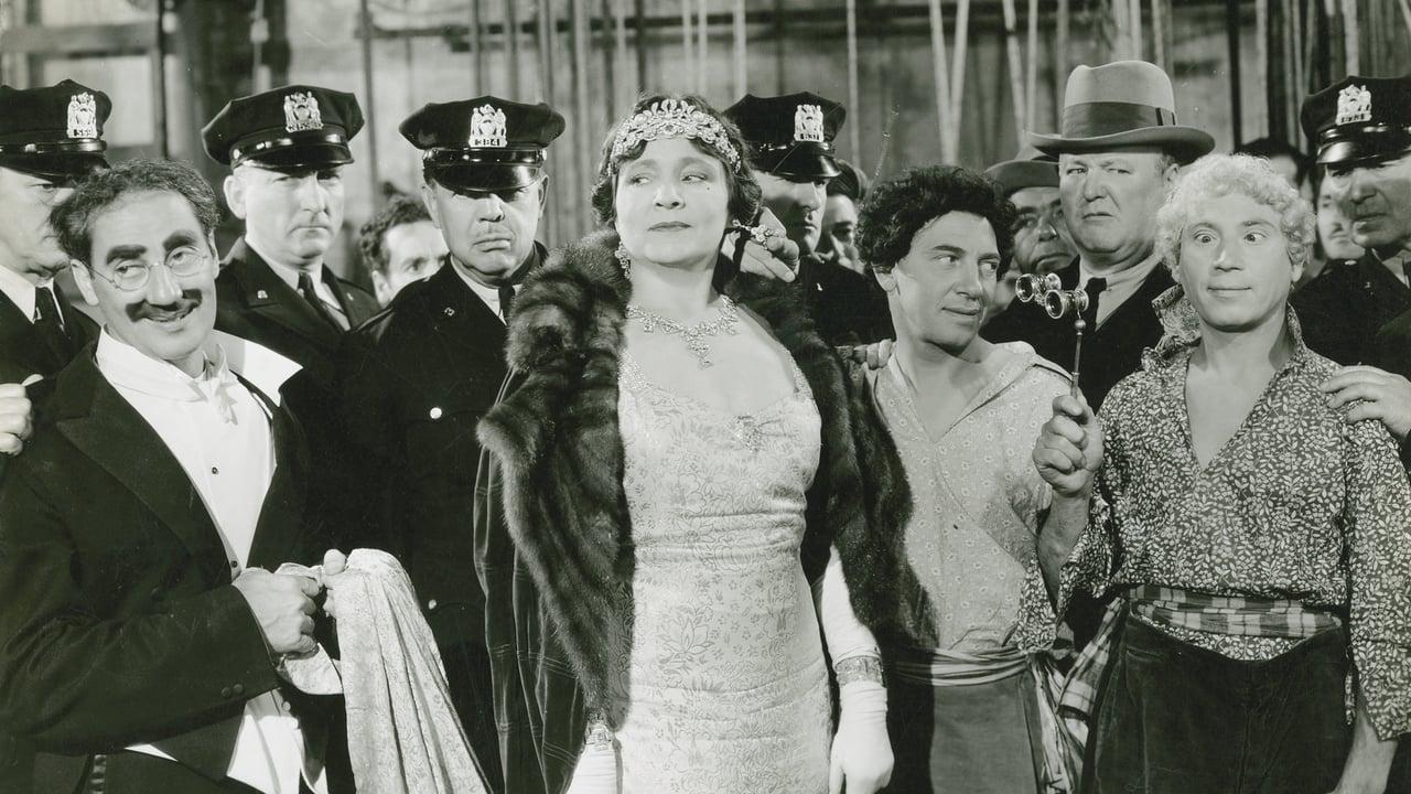 A Night at the Opera (1935) Film Online Subtitrat
