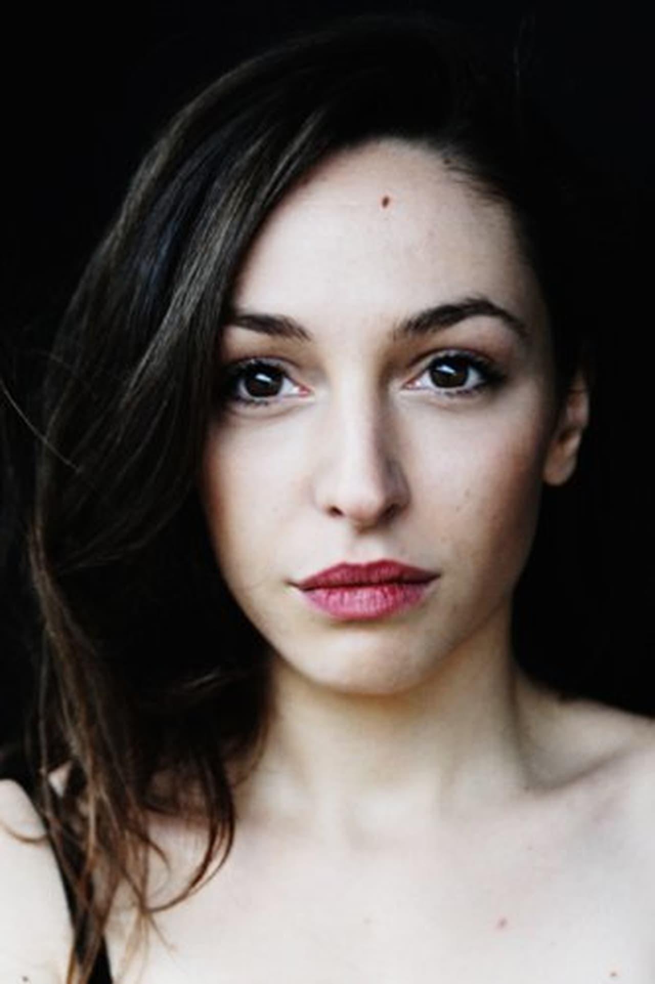 Lucie Aron isElodie Zadikan