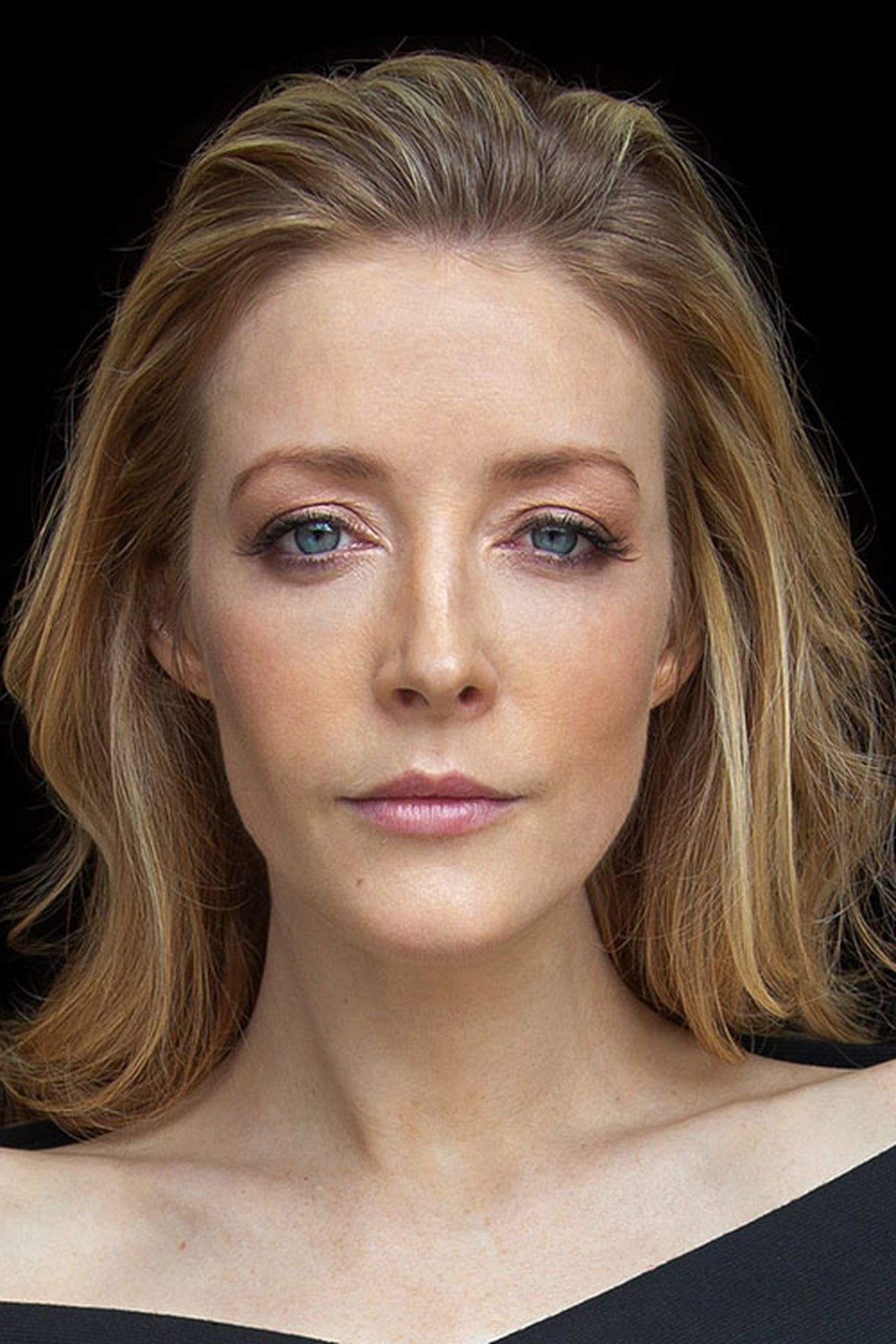 Jennifer Finnigan isMolly Al Fayeed