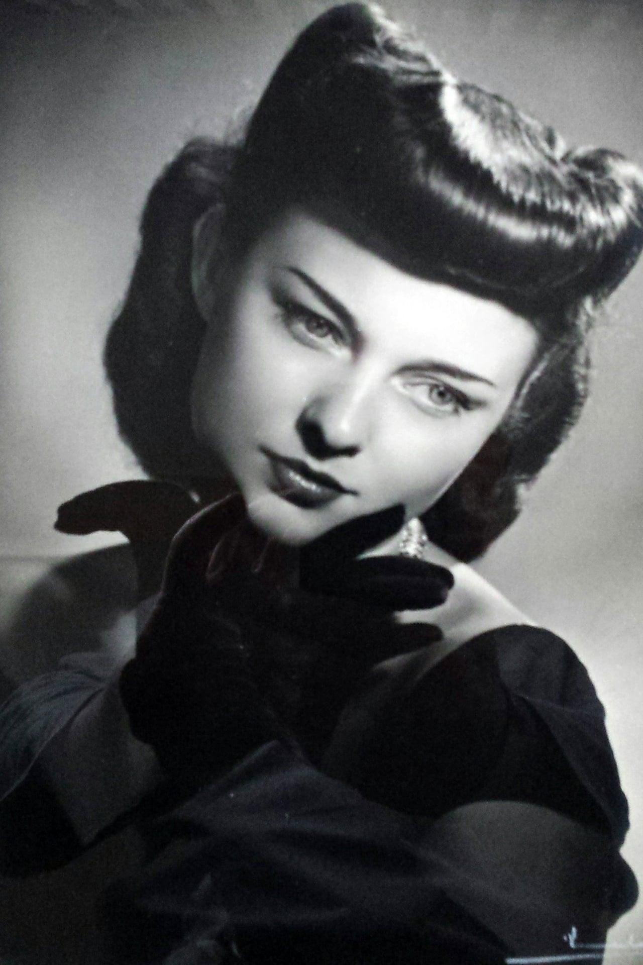 Lenore Aubert