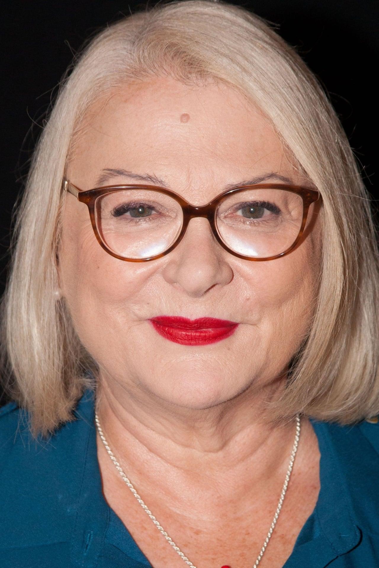 Josiane Balasko isMichèle Sampieri