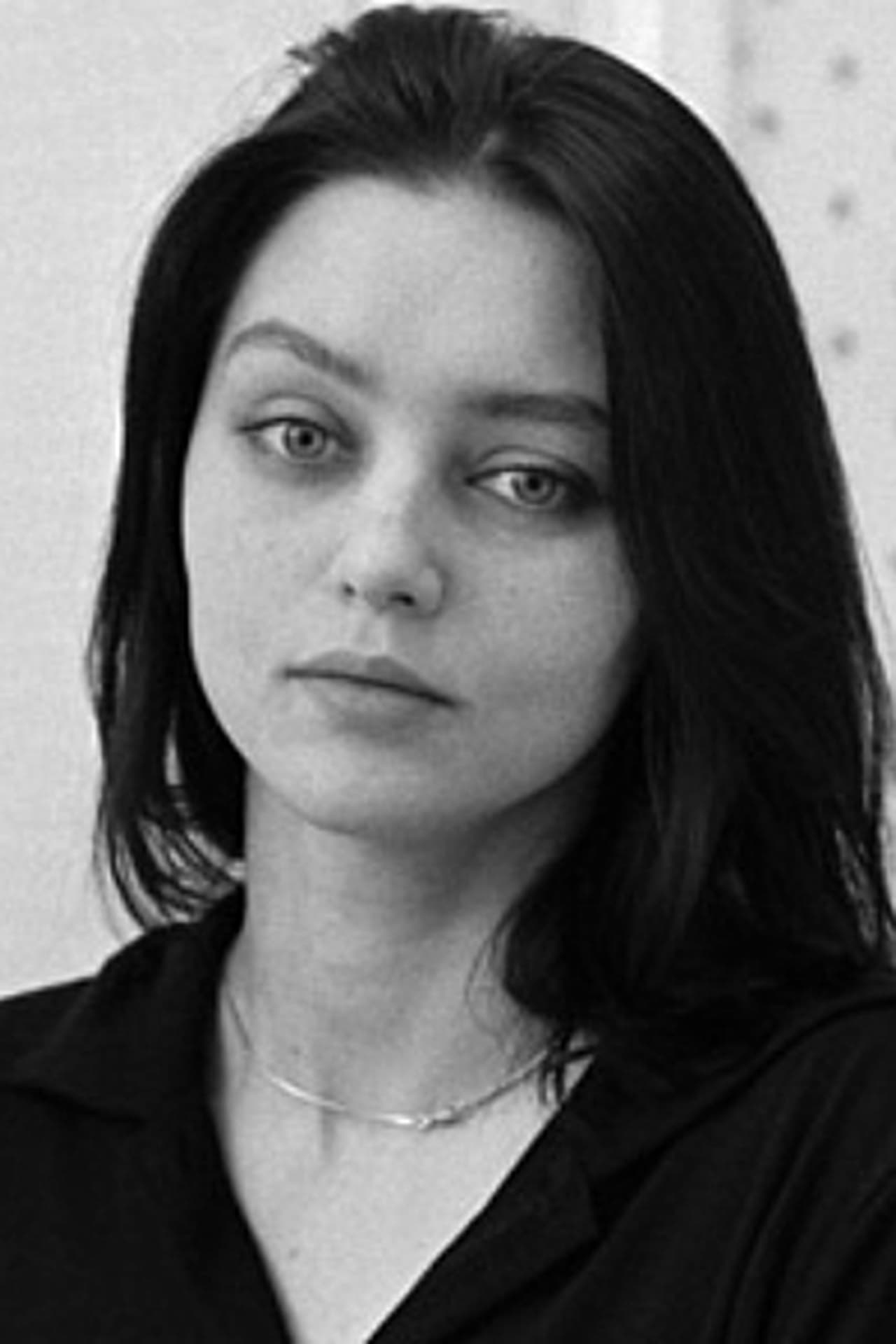 Nastya Golubeva Carax isLa petite fille