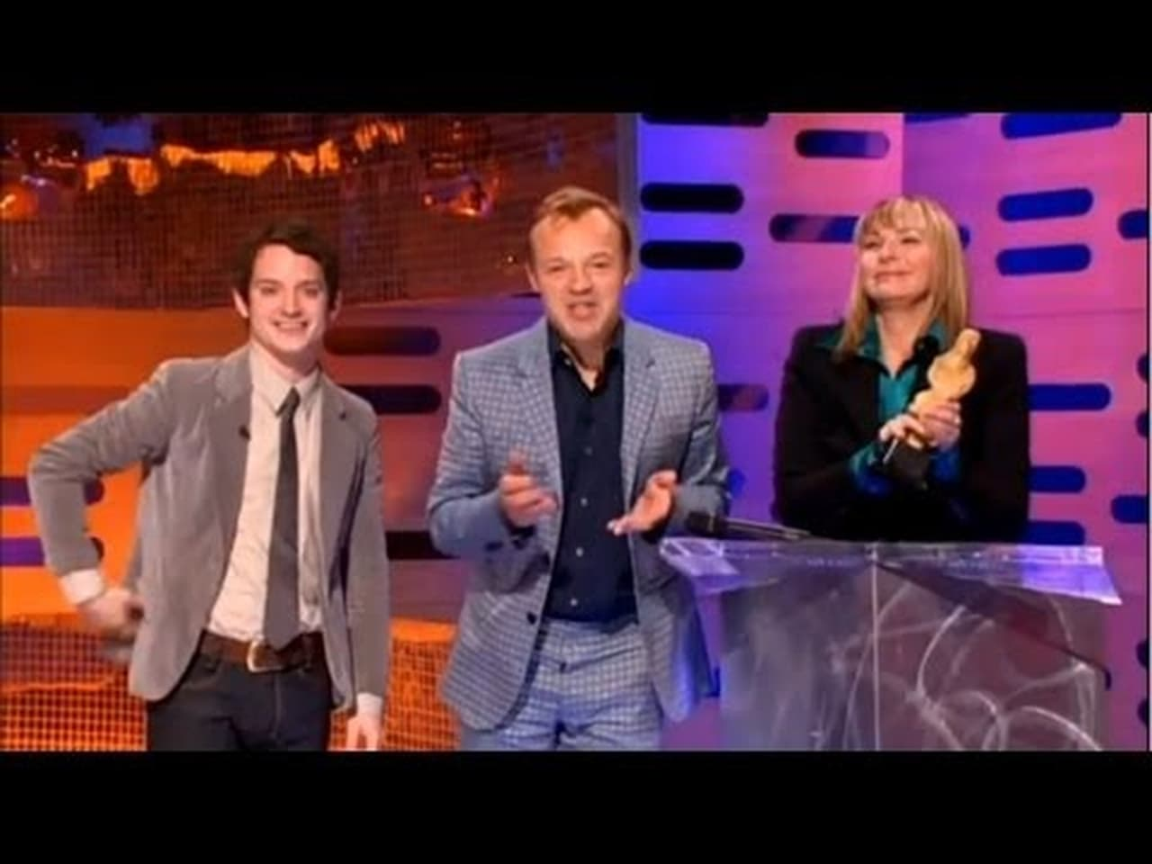 The Graham Norton Show - Season 1 Episode 1 : Elijah Wood, Kim Cattrall and Heloise and the Savoir Faire (2021)