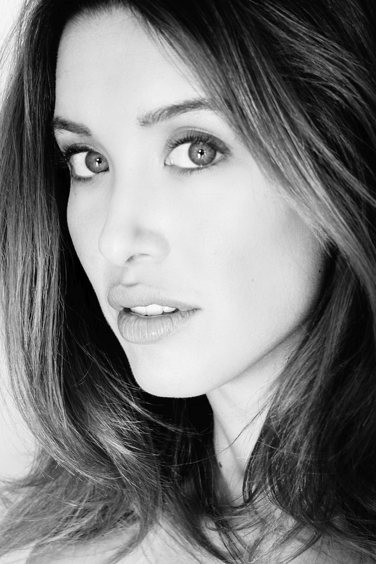 Melissa Bolona isCarly