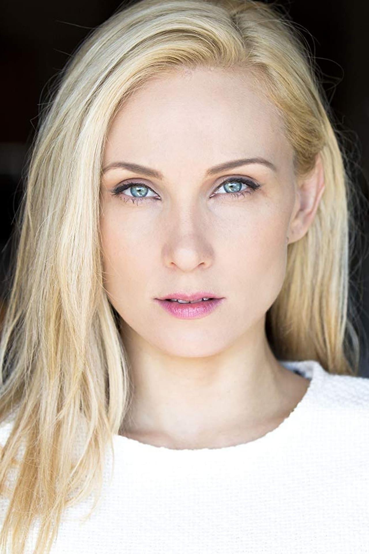 Alexis Kendra isAlice