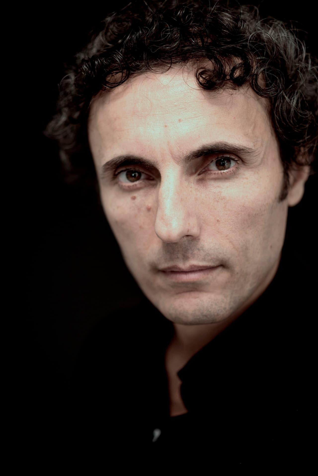 Valerio Aprea isil regista