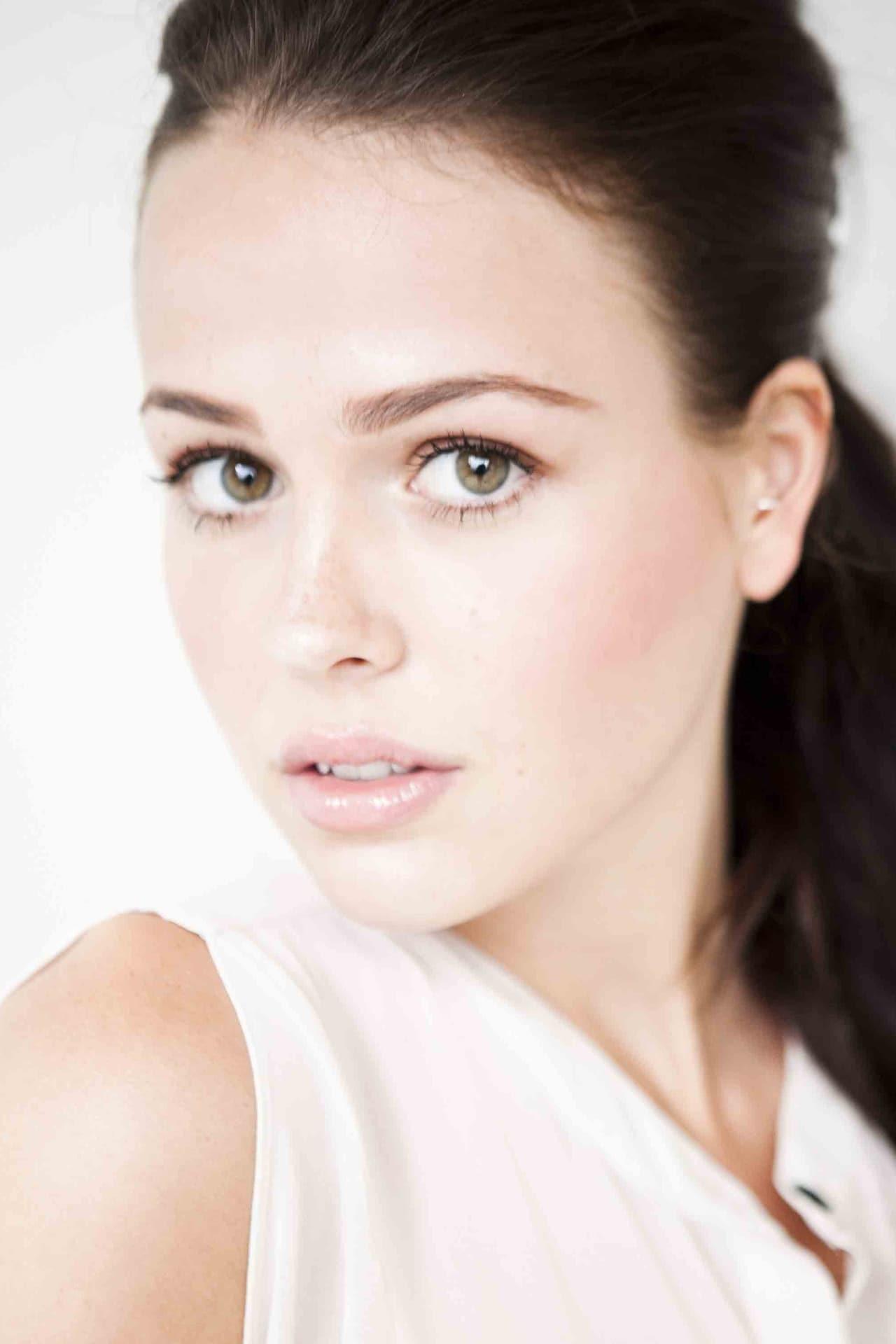 Jocelyn Hudon isJess