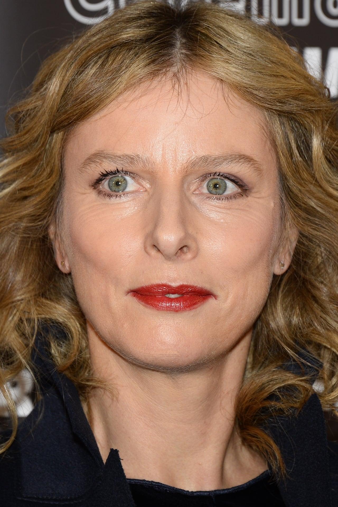 Karin Viard isForence Deffe