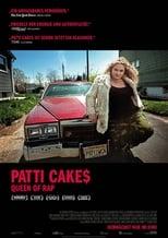 """Patti Cake$: Die aus einer heruntergekommen Stadt im US-Bundesstaat New Jersey stammende Patricia Dombrowski (Danielle Macdonald), auch Killa P oder Patti Cake$ genannt, ist eine aufstrebende Rapperin, die sich ihren unwahrscheinlichen Weg zum Ruhm bahnen will. Wegen ihres Nachnamens sowie ihrer üppigen Körpermaße wird sie von anderen als """"Dumbo"""" gehänselt, doch das hält die Jugendliche ebenso wenig auf wie die Tatsache, dass sie für die Arztrechnungen ihrer kranken Mutter (Bridget Everett) aufkommen muss. Unterstützung erfährt Patti von ihrer Oma (Cathy Moriarty) und ihren beiden einzigen Freunden: Ihrem Rap-Partner Hareesh (Siddharth Dhananjay) und dem Gothic-Metal-Fan Basterd (Mamoudou Athie), mit dessen Hilfe sie sich Zugang zur Hip-Hop-Szene erhofft."""