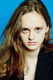 Lily Taïeb isDelphine Dédalus