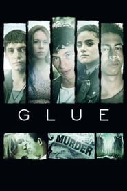 Callum Turner a jucat in Glue
