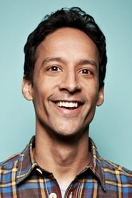 Photo de Danny Pudi Miller