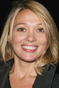 Anne Marivin isLa psychologue du Raid