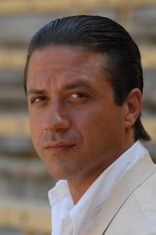 Photo of Enrique Arce