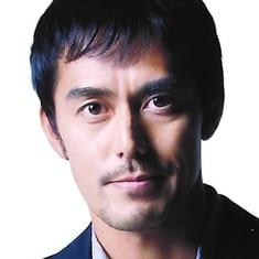 Abe Hiroshi still walking