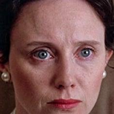 Mary Jo Deschanel – Ее дочери, эмили и зуи, также актрисы.