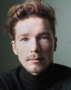 Jacob Matschenz Photo