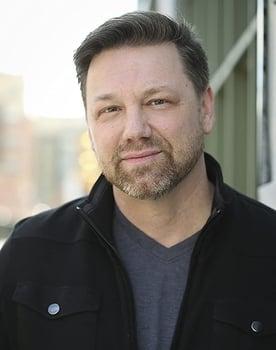 Jeffrey Hanson Photo