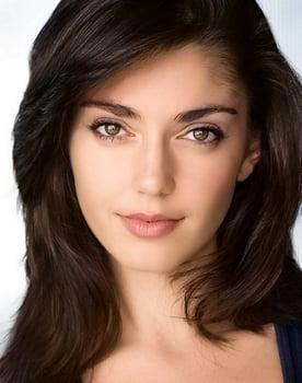 Emilia Ares Photo