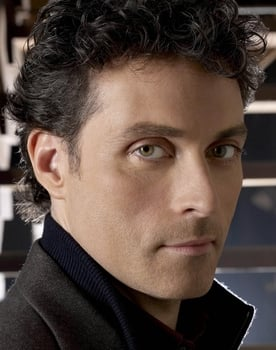 Rufus Sewell isTom Builder