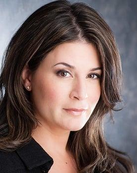Nicole Oliver Photo