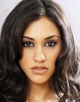 Janina Gavankar Photo